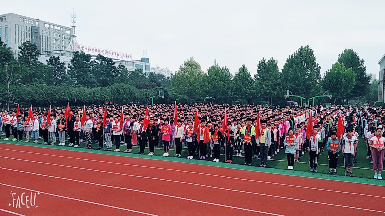 鹤壁市湘江小学举行感谢您,老师主题升旗仪式
